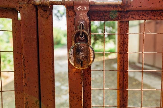 puerta cristal y forja